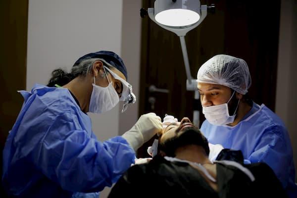 غرفة عمليات زراعة الشعر