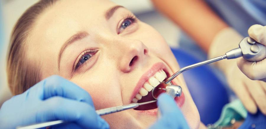 عمليات تجميل الاسنان بدون تقويم
